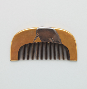 "Comb with heron. Maki-e. Signed ""Hokkyo Korin"" with seal"