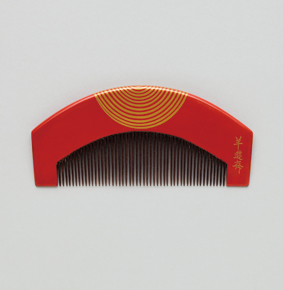 "Comb with whirlpool. Maki-e. Signed ""Yoyusai."""